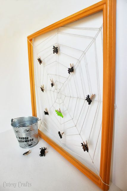 Spider Web Halloween Countdown - Take a spider off the web every day!