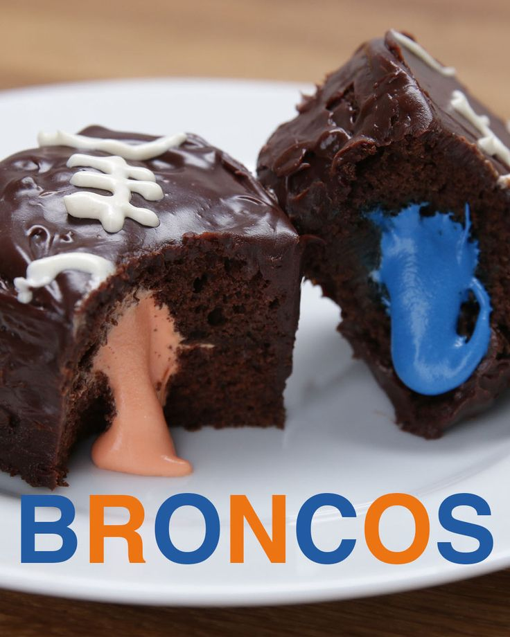 Here's A Cool Cupcake Trick To Use At Your Super Bowl Party