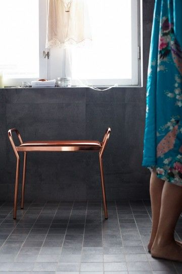 Anyone is a stool made of copper alloy metal with a clear coat on top that prevents it from oxidizing, and a cognac-colored seat in leather which gives it a modern and stylish look.  Place the pallet in the hall or as a stylish and practical piece of furniture in the bedroom or in the living room as an extra seat.  Material: Copper alloyed metal frame with cognac colored leather