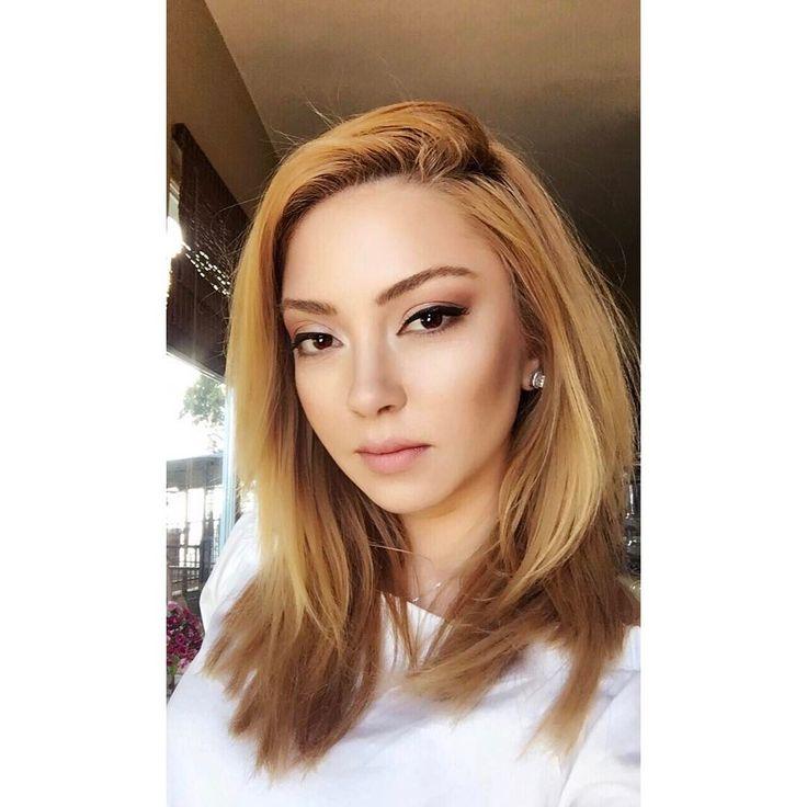 Vay Anasını Sayın Seyirciler! Müzik Dünyasının En Minnoş ve En Kıpır Kıpır Sanatçısı: Ece Seçkin  - onedio.com