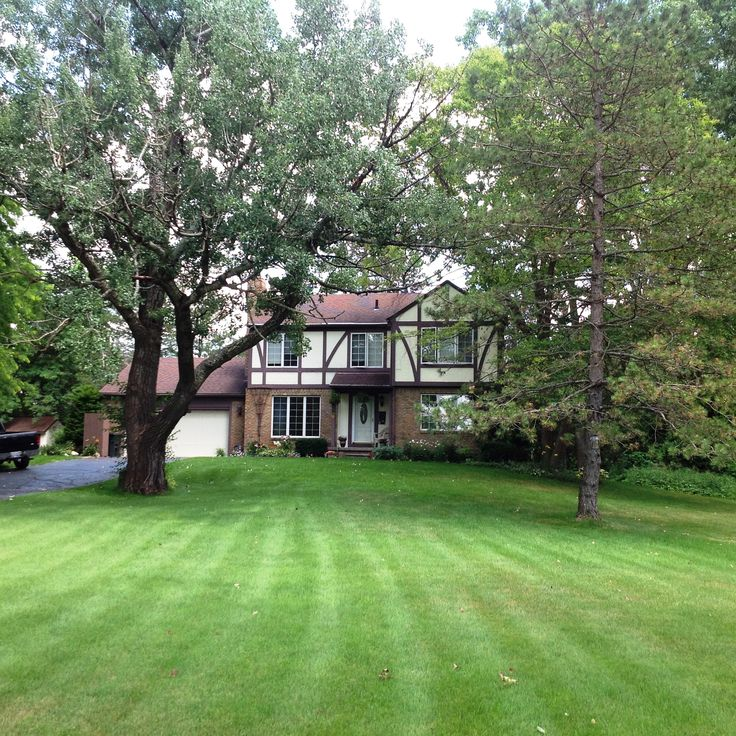 $259,900 -MLS 216058033  Wonderful Brighton home in Brighton School District. Large roomy colonial on almost an acre. 4 bedrooms and 2-1/2 car garage. Call Julie Fessler/Griffith Realty, Brighton