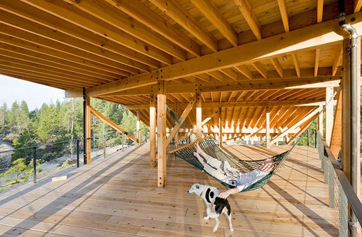 Roof deck under parasol roof mountain_house8_04034013 Atelier BowWow