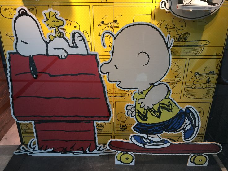 Snoopy the dog and peanuts character cartoon picture