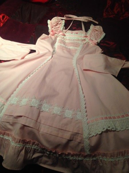 Baby, the Stars Shine Bright: 2011 Old School JSK in pink and white {can't find its name anywhere @_@}