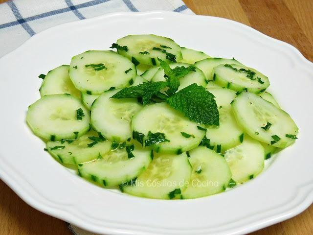 El blog MUJER CHIC nos descubre en qué consiste la dieta del pepino.