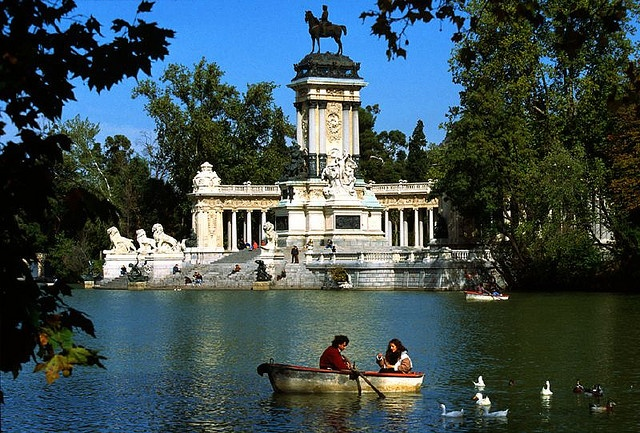 Retiro Park: Madrid :: Central Park: NYC
