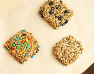 Energy Bites:  1 cup oats  1/4 cup honey  1/4 cup peanut butter  2 Tbsp chia seeds  1/4 tsp vanilla  Combine ingredients together until well mixed. Add any additional add-ins. Refrigerate for 20 minutes. Shape into bites