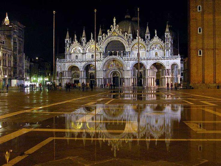 http://www.italia.it/fileadmin/src/img/cluster_gallery/siti_unesco/Venezia_e_la_laguna/Venezia_Basilica_di_San_Marco_con_acqua_alta.jpg