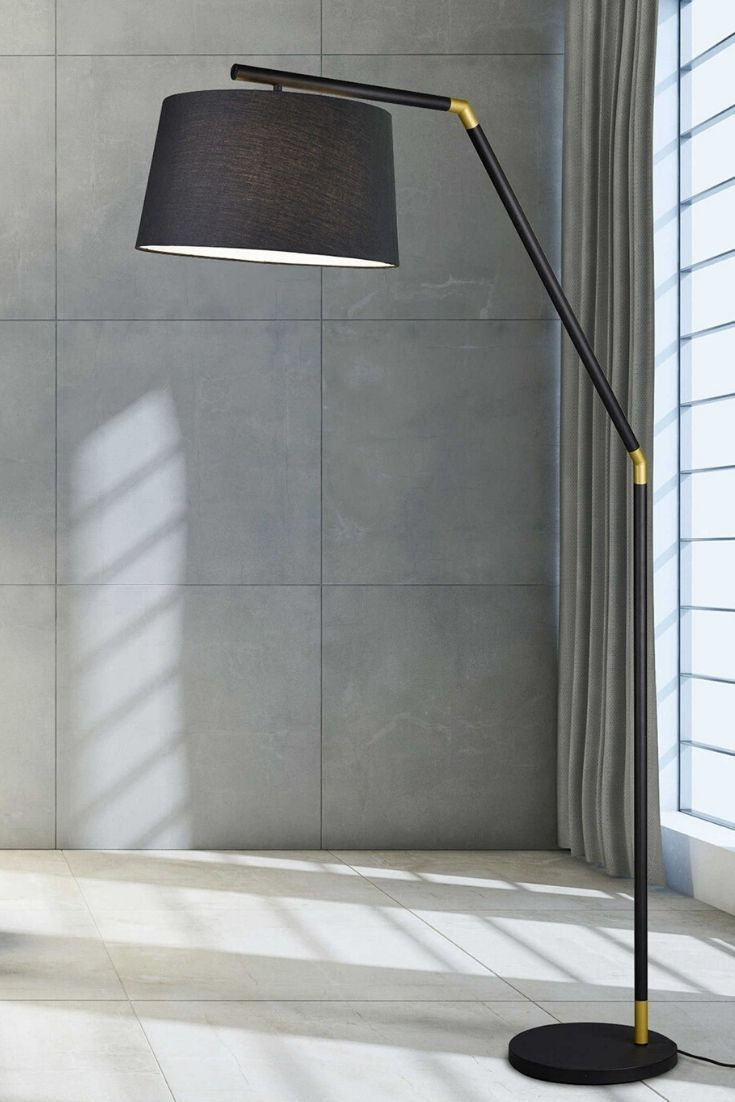 Die Stehlampe Tracy Aus Dem Hause Trio Beeindruckt Durch Ihr Modernes Und Stilsicheres Design Auf Diese Weise Verleih Stehlampe Lampen Licht In Der Dunkelheit
