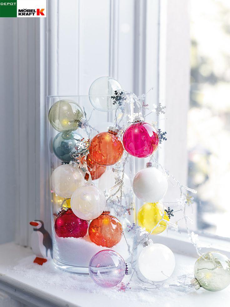Beleuchtete Weihnachtskugeln im Windlicht Dekotipp: http://www.moebel-kraft-blog.de/2014/11/17/bunte-weihnachtskugeln-im-windlicht/ DEPOT bei MÖBEL KRAFT