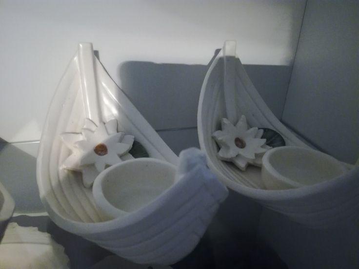 Lumpeenkukka veneet valkoisina.