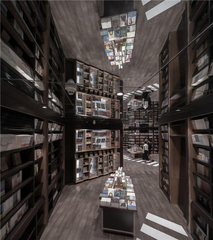 """В одном из торговых центров Шанхая работает книжный магазин в урбанистическом стиле. Дизайнеры решили создать для покупателей спокойные и пустынные """"улицы"""", которых так не хватает в самом густонаселенном городе в мире."""