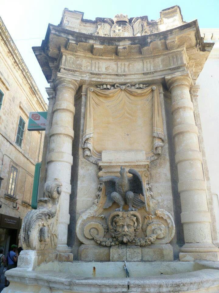 Maltesa falcon Lion sculpture