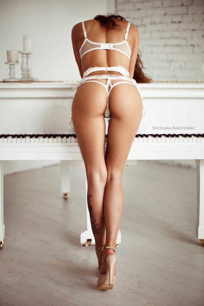 nude light skinnjujed women in underwear