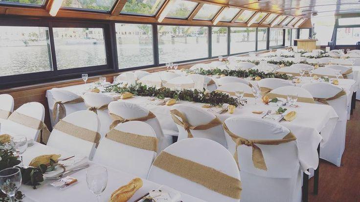 Décoration champêtre du mariage de F&A sur une péniche lyonnaise. Par Déco Ré Majeur.