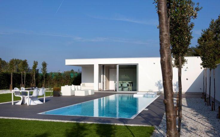 1000 images about poolhouse op pinterest zwembad huizen kleedkamer en tuin gebouwen for Moderne kleedkamer