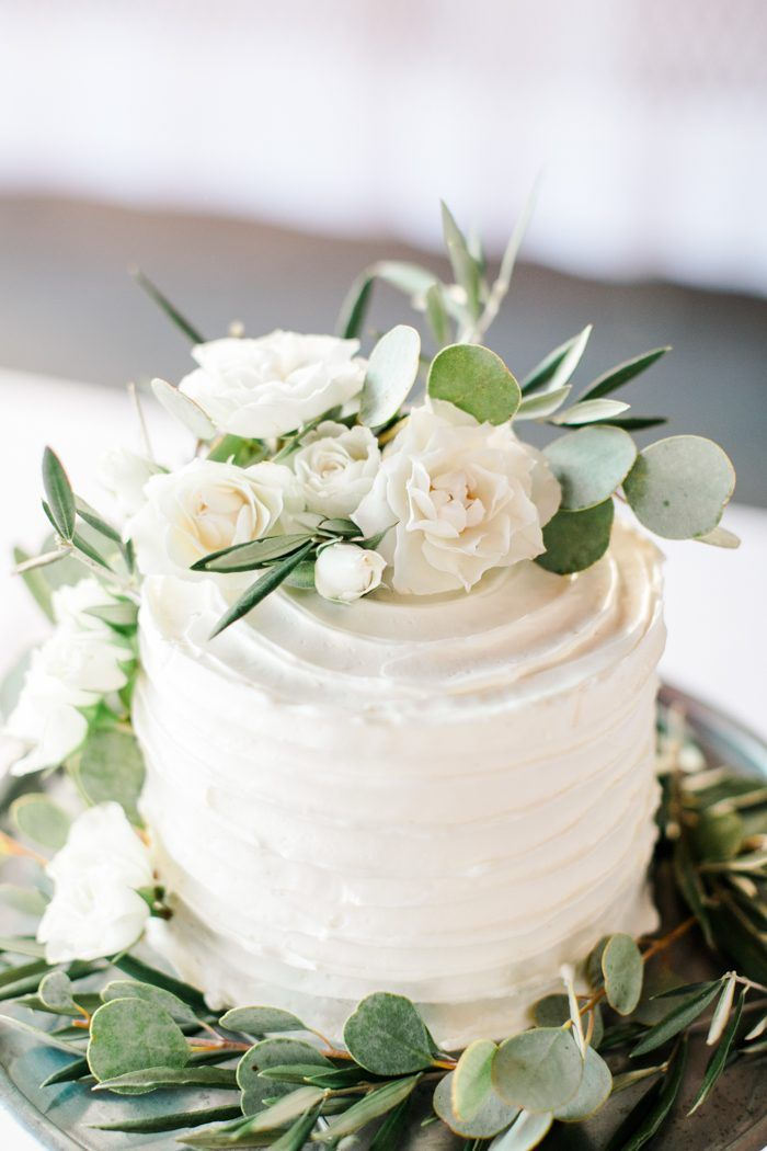 This Wedding at The Glass Factory Proves That Minimalism Can Be Totally Romantic