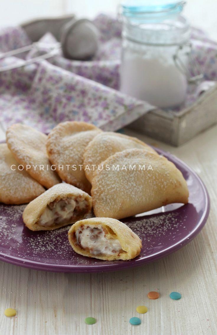 Chiacchiere ripiene Ravioli Panzerotti dolci alla ricotta con scaglie di cioccolato ricetta carnevale bambini food