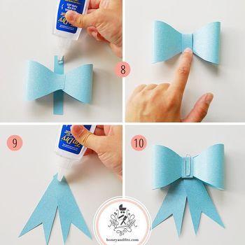 8. 蝶結びパーツののりが乾いたらクリップをはずし、長方形のタブの上に置き、のり付けして中央をくるみます。 9〜10. テール部分の上部にのりをつけて、そこに8.の蝶結びパーツを貼り付けクリップでとめます。