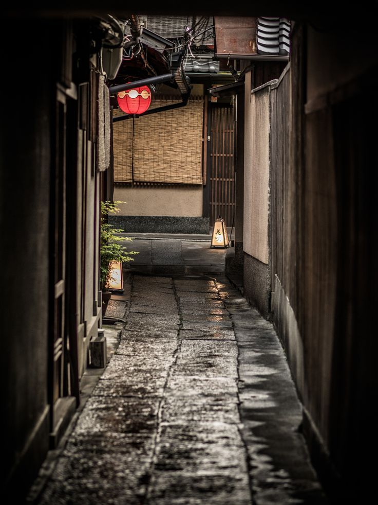 Back alley in Kyoto, Japan