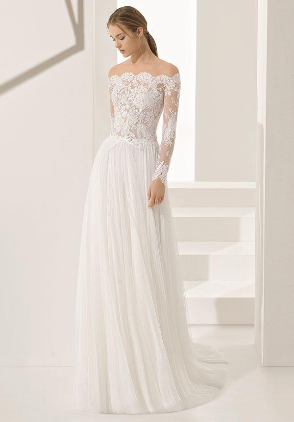 16f062560 Vestido de noiva da Rosa Clará - modelo com blusa de renda com decote ombro  a