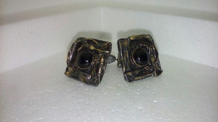 Запонки из серебра 925 пробы. Камень чёрный агат. Покрытие чёрный родий и золото 24 карата. Цена 6000 руб.