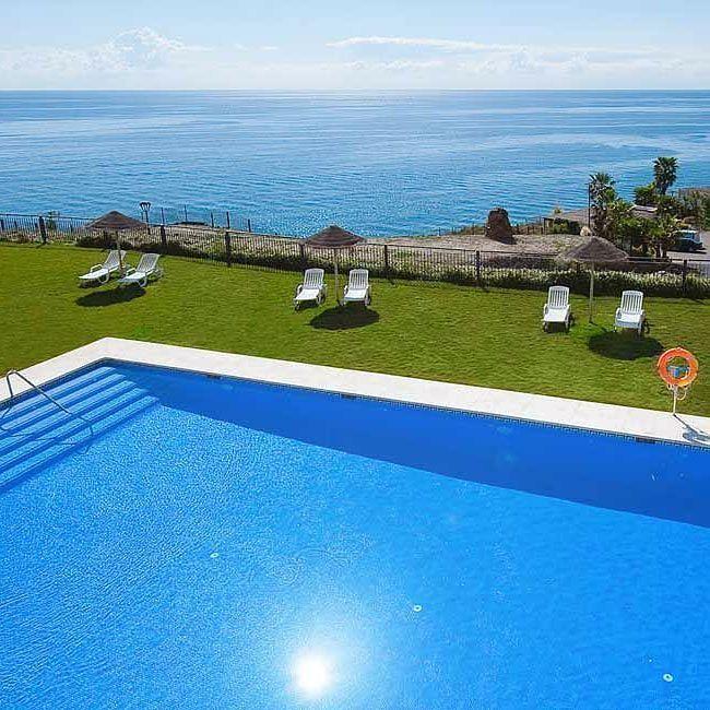 Podrías estar aquí ahora mismo te vienes? You could be stay here right now. Would you like to come? #fuertecalaceite #fuertehoteles #costadelsol #apartamentos #vacaciones #holidays #summer #verano #wanderlust #lifestyle