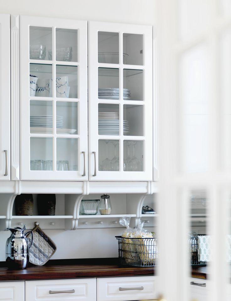 Det klassiske køkken fuldendes med detaljer, der emmer af hygge og godt håndværk.