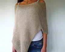 Poncho gris y beige hecho a mano. Ponchos de verano. Ropa de verano para mujer. Ponchos tejidos. Ideas para regalar para ella.