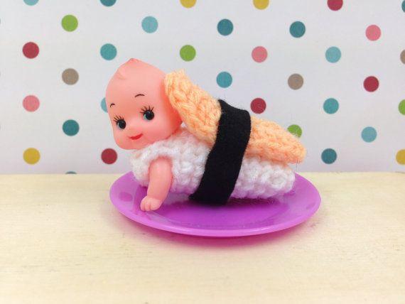 poupée Kewpie en plastique rampante de 5 cm par stuffsusiemade
