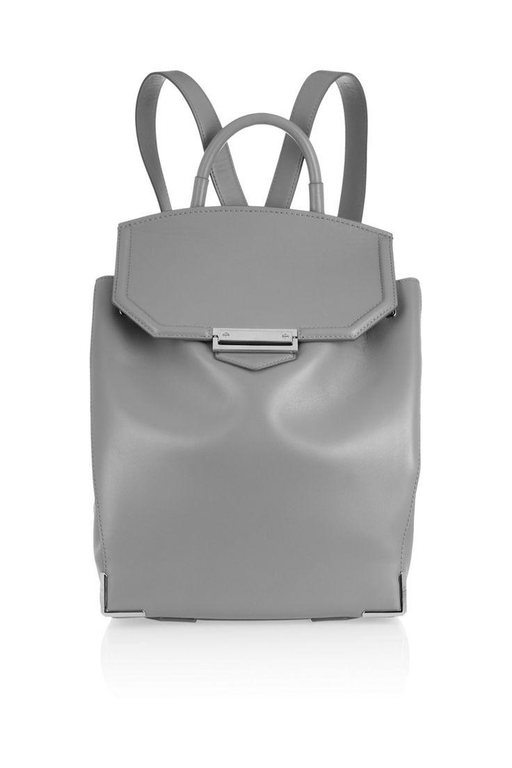 Backpacks, un must de temporada. Más en www.vogue.mx/articulos/backpacks/3539#
