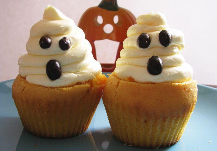 Kávékrémmel töltött sütőtökös muffin, szellem habbal http://legjobbkave.hu/kavekremmel-toltott-sutotokos-muffin-szellem-habbal/
