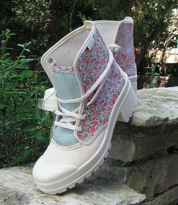 Boots bottines neuves en toile style pataugas customisées baroudeur romantique : Chaussures par akhacia-creations