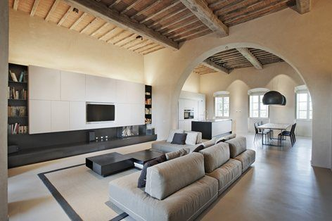A fifteenth-century Tuscan residence has been refurbished by CMT architetti, who established a dialogue between original features of the building and modern decor #refurbishment