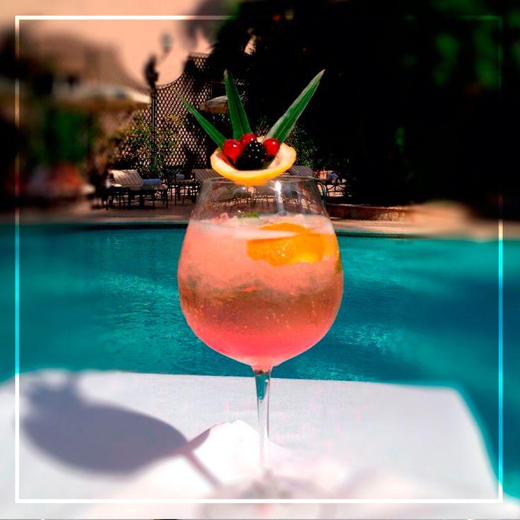 Scopri come si prepara Sparkling Style Hugo all'Aldrovandi Palace Hotel di Roma. Un aperitivo perfetto per iniziare il weekend