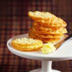 Enklare kan det inte bli – rör ihop smeten i en kastrull och klicka ut smeten direkt på plåten. Flarnen är goda att servera även utan kräm, och de är mycket goda som tillbehör till glass!