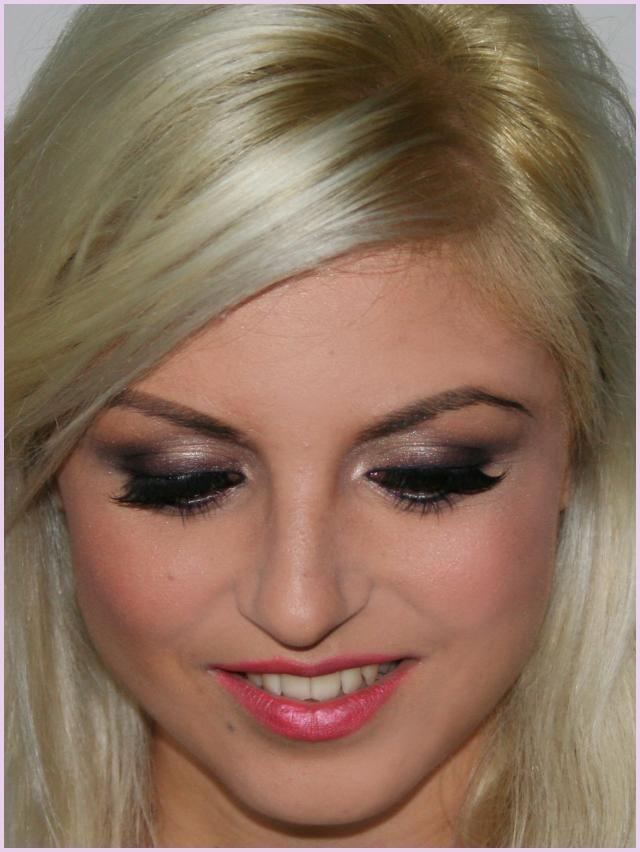 machiaj pt ochii albastru turcoaz | ... false pentru machiajul ochilor; roz-portocaliu pentru buze si pometi