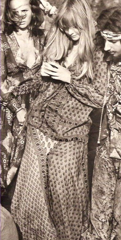 flower power | hippies | flower child | beautiful | bohemian | hippies | 1970s fashion | elegance | freedom | boho | www.plutoonthemoon.com