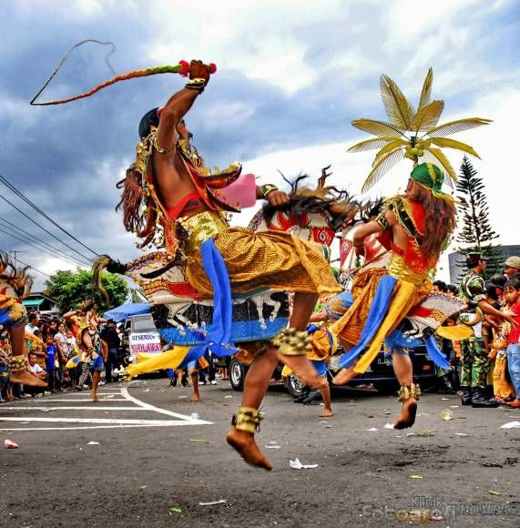 Traditional dance of Kuda Lumping from Java #indonesian fashion #indonesian culture http://indostyles.com/