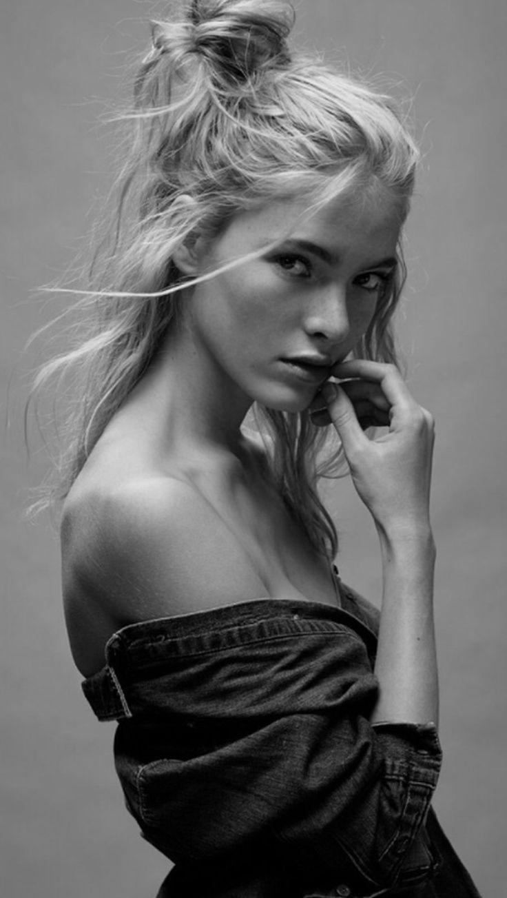 messy bun | beautiful woman | black and white photography