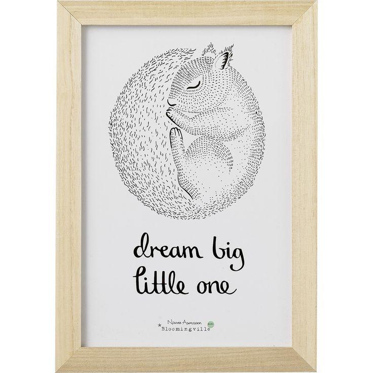 Graphique, esthétique et poétique, un cadre qui a tout pour plaire à accrocher dans la chambre de bébé.