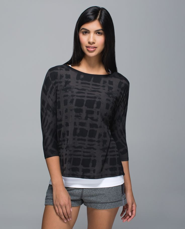 Whether we're keeping warm on our way to the studio or cooling down after class, this lightweight long sleeve was designed to be our new go-to.  Burnout fabric  feels like a dream against sweaty skin, while panels of ultra-lightweight fabric are strategically placed for maximum ventilation. Flow and go all day long? You bet!