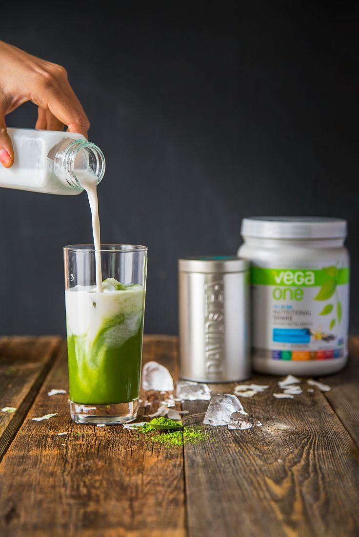Donnez une dose de santé à votre boisson frappée décadente! Vega One, qui contient tout ce dont vous avez besoin dans une pelletée délicieuse, ajoute à votre boisson 20 grammes de protéines de première qualité à base de plantes, six portions de légumes verts et 50 % de la valeur quotidienne recommandée de vitamines, ainsi que des minéraux. Le tout provient d'ingrédients véritables et entiers.