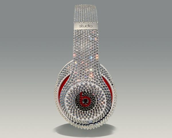 If the new Dr Dre's Beats Studio headphones weren't chic enough, then their blinged up bro sure will be! Recently released in Europe the headphones come cr