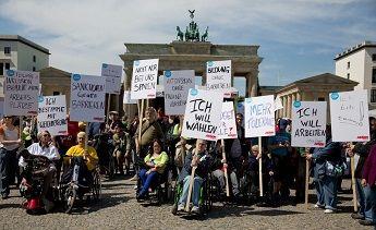Deutsche geben Wahllokalen bei Barrierefreiheit schlechte Noten Aktion Mensch-Umfrage: Nur 10 Prozent halten Wahllokal für barrierefrei / Zum Protesttag am 5. Mai fordern Aktivisten Recht auf politische Teilhabe von Menschen mit Behinderung