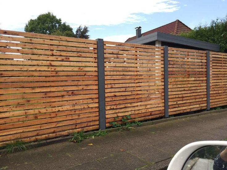 Fertigen Gartenzaun Kaufen Oder Zaun Selber Bauen Lassen Beispiel Vom Gewunschten Gartenzaun Mit Anthazit Pfosten Backyard Fences Fence Design Garden Fence