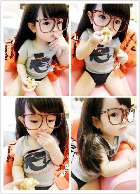 Nhóc tỳ kính tròn 3 tuổi đáng yêu vô đối