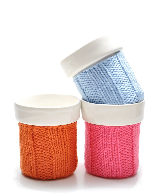 cozy mugs from Leif: Knits Color, Knits Deco, Crafts Ideas, Cups Cozy, Small Knits, Gifts Ideas, Cozy Memorial, Color Cozy, Coffee Cozy