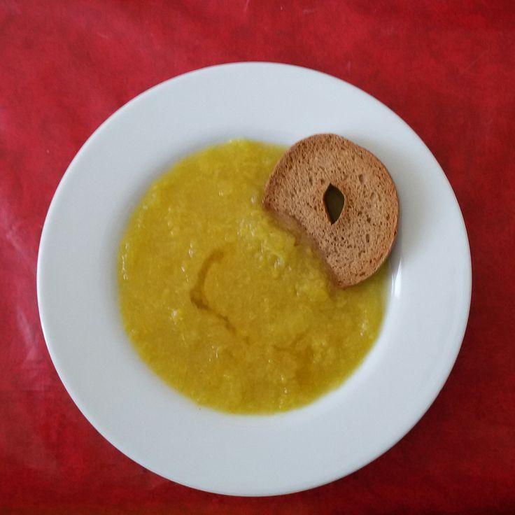 Zuppa di cavolo cinese e cipolle
