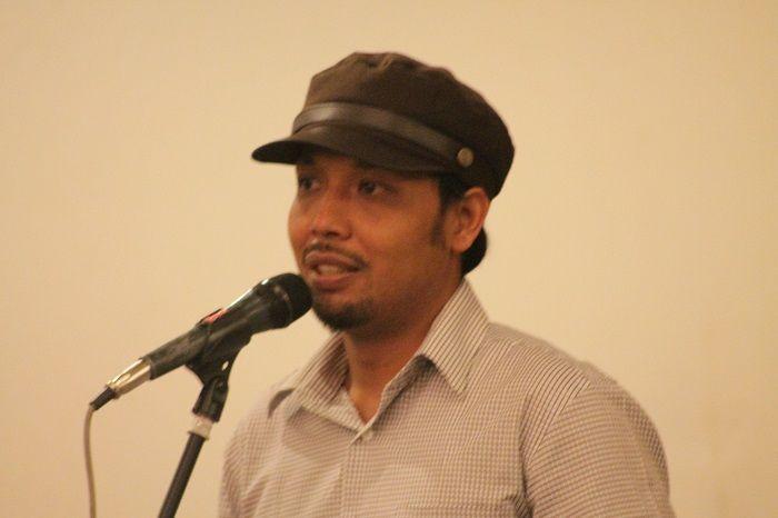 "KIBLAT.NET, Jakarta – Direktur The Community of Ideological Islamic Analisyst (CIIA) Harist Abu Ulya mengungkapkan ketidaksetujuannya terkait adanya wacana revisi Undang-Undang (UU) Nomor 15 Tahun 2003 tentang pemberantasan tindak pidana terorisme. Ia menilai, seharusnya yang harus diperbaiki adalah profesionalisme dari aparat, baik kepolisian maupun intelijen dalam menangani terorisme. ""Banyak orang yang ditangkap itu hanya berdasarkan …"